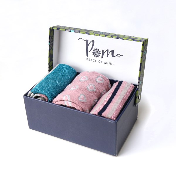 Boxed bamboo sock set with three pairs of ankle socks in shades of pink | Image 1