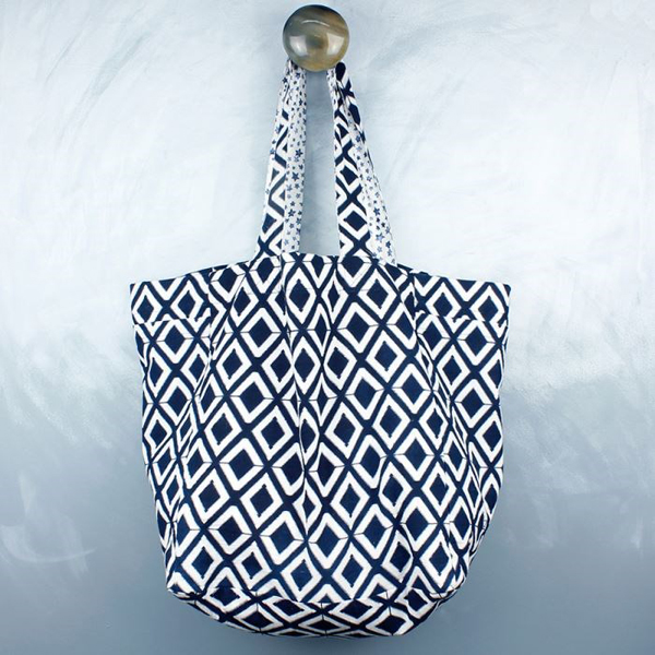 Reversible cotton bag with contrasting diamond star prints | Image 1