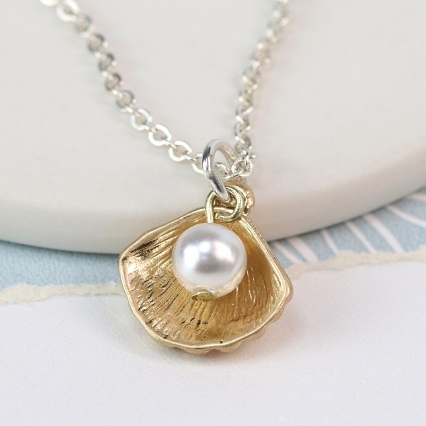 Gold plated shell and faux pearl necklace | Image 1