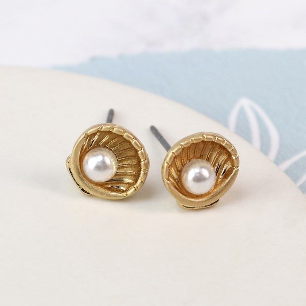 Gold plated shell stud earrings with faux pearl | Image 1