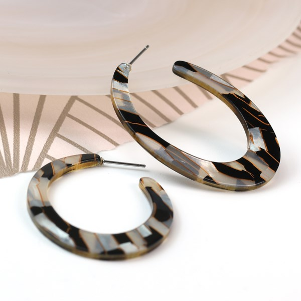 Black and gold mix resin open hoop earrings | Image 1