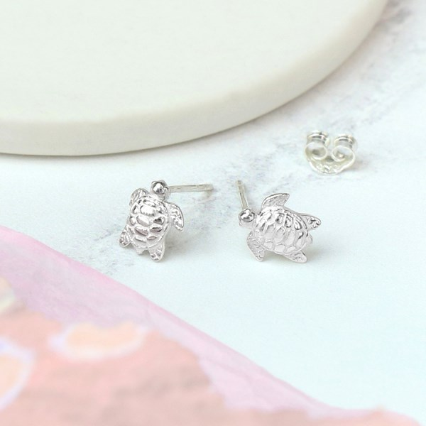 Sterling silver sea turtle stud earrings | Image 1