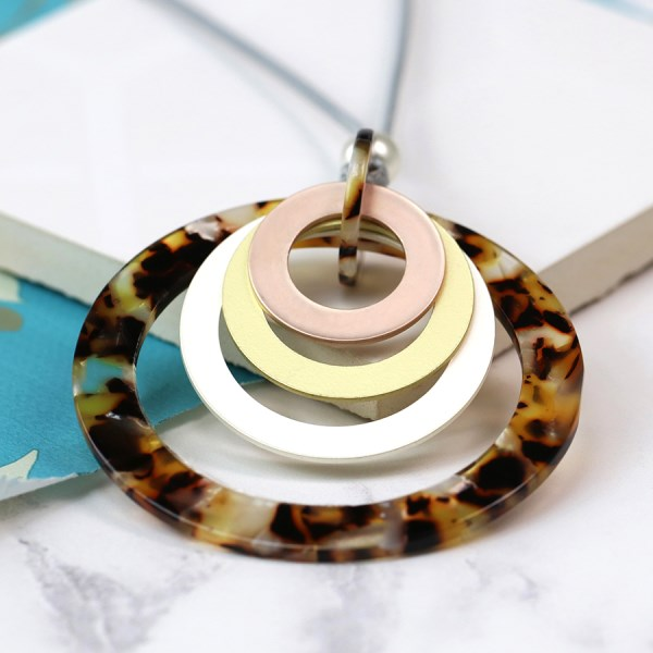 Tortoise shell resin and mixed metallic hoop necklace | Image 1