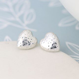 Silver plated hammered heart worn finish stud earrings | Image 5