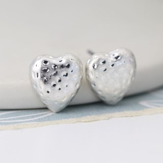 Silver plated hammered heart worn finish stud earrings | Image 3