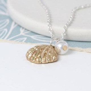 Gold plated shell and faux pearl necklace | Image 2