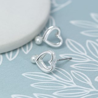 Silver plated double heart earrings with white pearls | Image 2