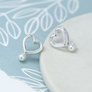 Silver plated double heart earrings with white pearls | Image 3