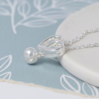 Silver plated double heart necklace with white pearl | Image 3
