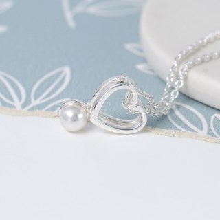 Silver plated double heart necklace with white pearl | Image 2