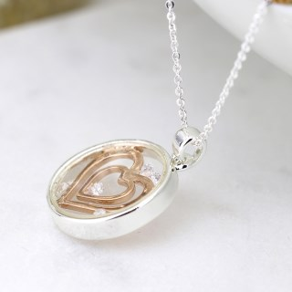 Circle necklace with enclosed rose gold hearts and crystals | Image 2