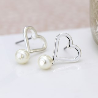 Silver plated heart and ivory pearl stud earrings | Image 3