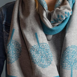 Reversible teal and grey jacquard tree scarf | Image 3