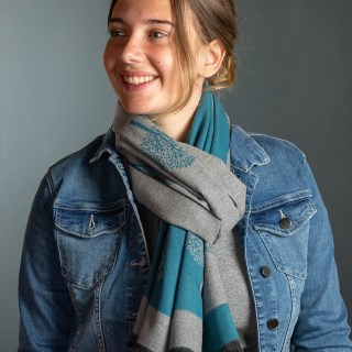 Reversible teal and grey jacquard tree scarf | Image 2