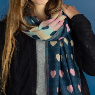 Reversible pastel and denim blue jacquard heart scarf | Image 3