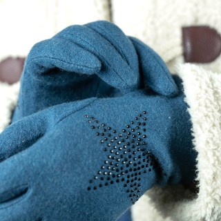 Teal wool glove with star embellishment | Image 3