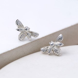 Sterling silver little bee stud earrings | Image 4
