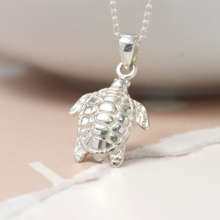 Sterling silver sea turtle necklace with fine silver chain | Image 5