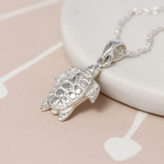 Sterling silver sea turtle necklace with fine silver chain | Image 4