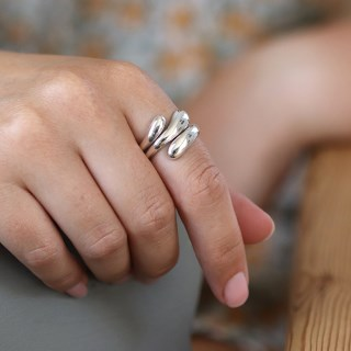 Sterling silver ring with triple overlapping design | Image 4