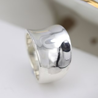 Sterling silver ring with a smooth concave band | Image 2